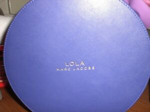 LOLA-MARC-JACOBS-ROUND-PURPLE-IRRESISTIBLE-LUXE-CASE-JEWELRY-MAKEUP-CASE