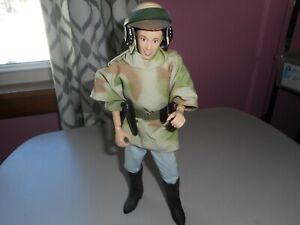 Hasbro-Star-Wars-12-034-Princess-Leia-Endor-Poncho-from-Speeder-Bike-set-POTF2