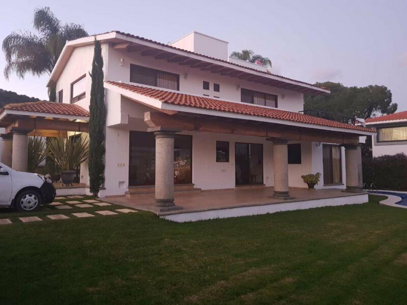 HERMOSA CASA EN VENTA CON ALBERCA. Gran Reserva Country Club Ixtapan de la Sal. Edomex. Casa ENCANTO