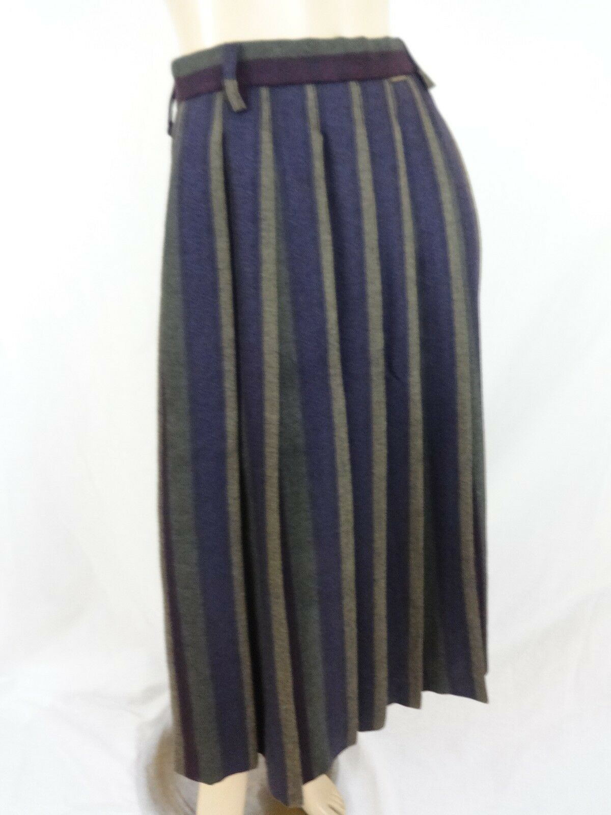 GEIGER COLLECTION  PLEATED WOOL BELOW KNEE SKIRT SIZE 42