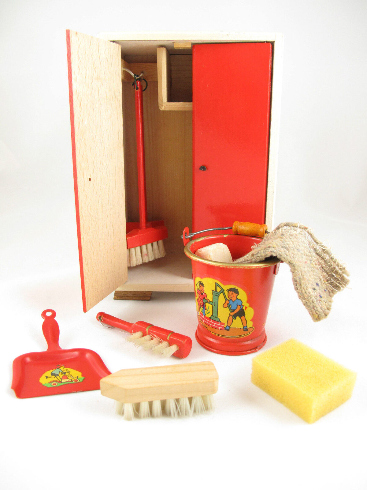 rot WOODEN CUPBOARD   Doll House Größed Accessory   Made in East Germany Ostalgia