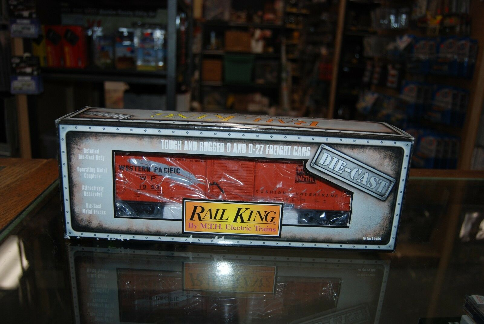 Lot 7-487  0 Gauge  Rail King Diecast 30-8402  Western Pacific Box Car  w Bo