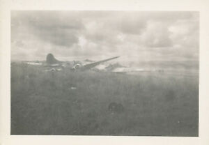 WWII-1940-039-s-USAAF-South-Pacific-at-Biak-Photo-5-Japanese-airplane-wrecks