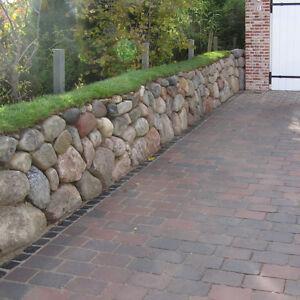 Nordische-Findlinge-Friesenwall-Felsen-Trockenmauer-Natursteine-Gartenteich-Deko