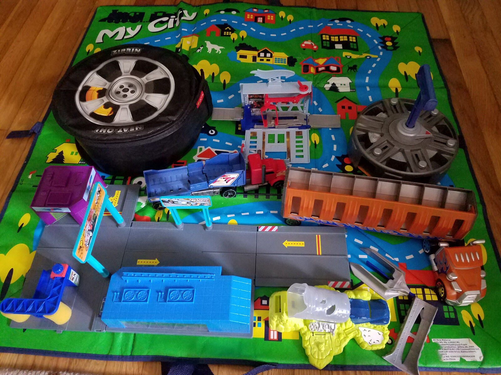 Hot Wheels Lot Zipbin, Launchers, Carrier, Take-along Service Station, Playsets