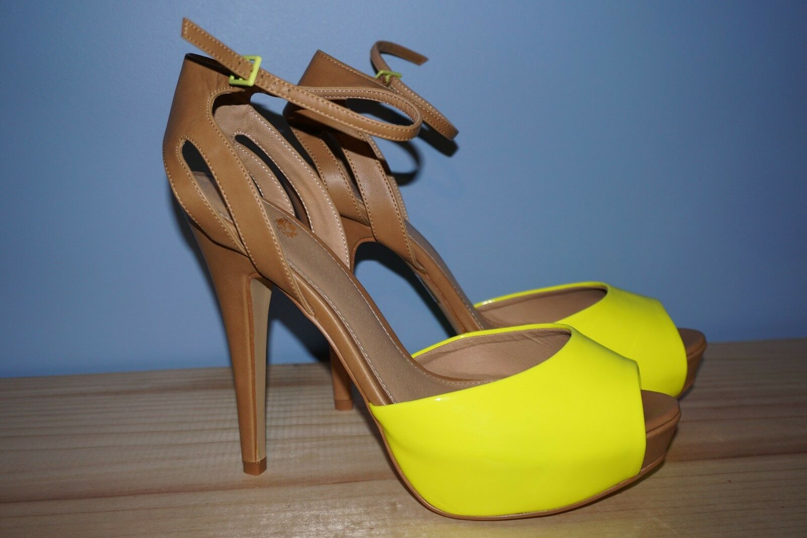 Colin Stuart Neon Yellow Pump Size 11  Amazing    Super Rare 784bee