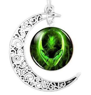 Green Alien Head Pendant Necklace Space Galaxy Glass UFO Believer Fashion Gift