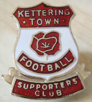 KETTERING TOWN FC SUPPORTERS CLUB Badge Brooch pin In gilt 23mm x 27mm