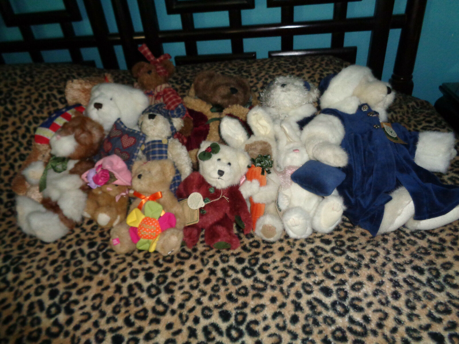BOYDS BEARS COLLECTIBLES & BUNNIES ALL TallaS WITH TAGS DISPLAYED ONLY