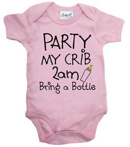 Funny-Baby-Bodysuit-034-Party-My-Crib-2am-bring-a-Bottle-034-Babygrow-Newborn-Gift