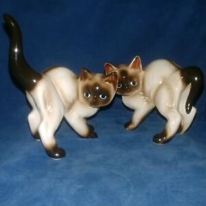 Vintage-Pair-Of-Siamese-Cat-Figurines-Lefton-03935-w-Tag-Porcelain-Cats-Kitten