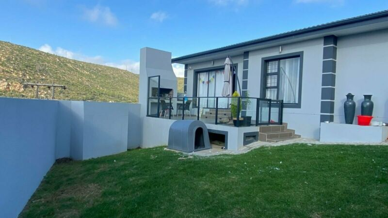 3 Bedroom House For Sale in Island View