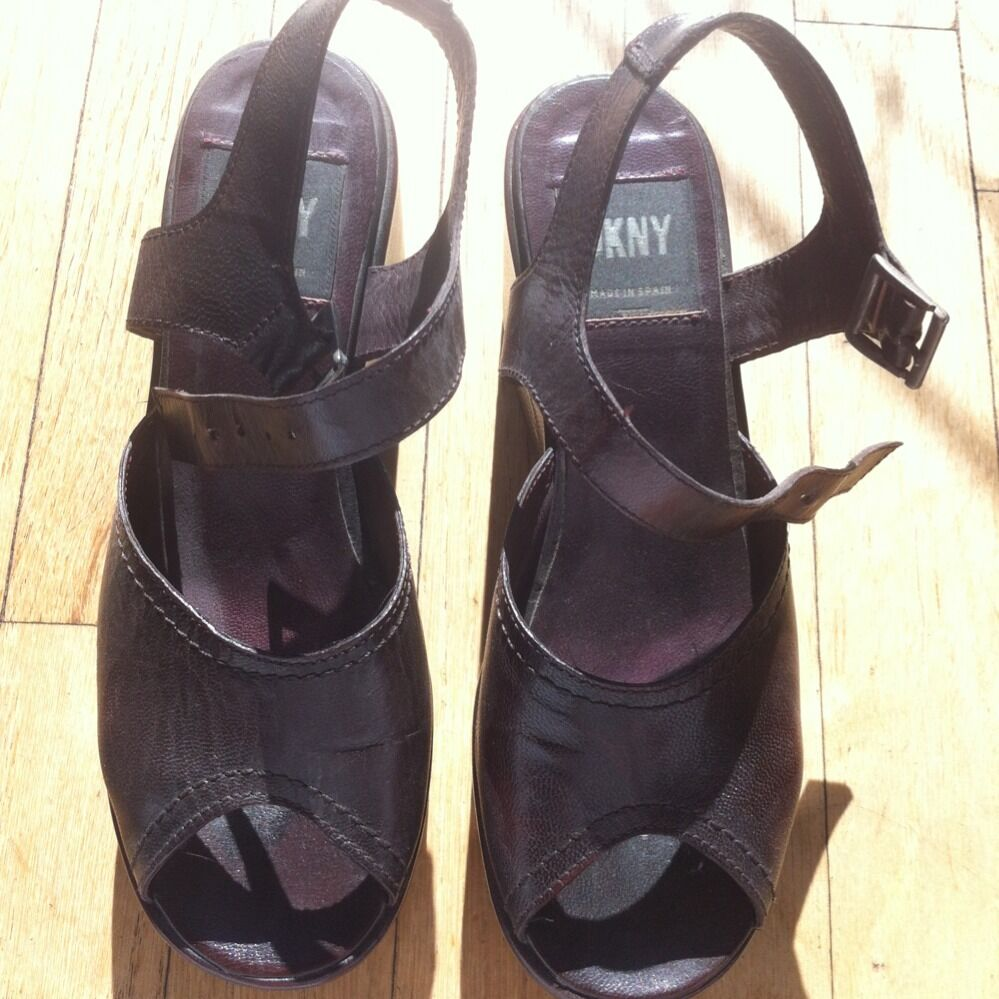 DKNY BROWN LEATHER WEDGE SANDAL SIZE 5 1/2