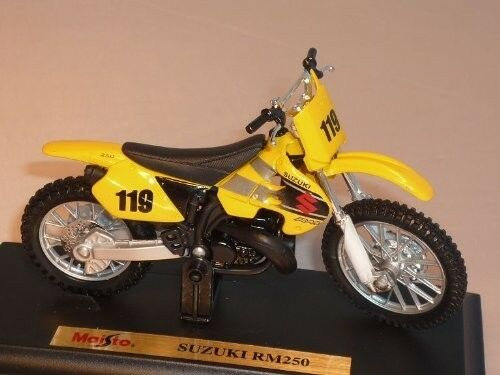MAISTO-SUZUKI-RM250-1-18-HIGHLY-DETAILED-MODEL
