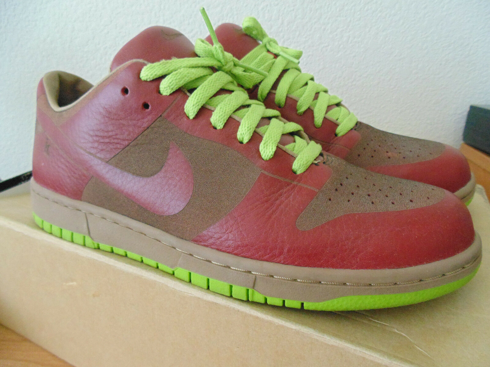 DS 2005 Nike Dunk Low One Piece Laser US 10 Tier 0 QS 311611-661