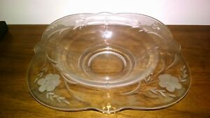 OYSTER-AND-PEARL-DEPRESSION-GLASS-BOWL-WITH-FLOWER-ETCHING-ESTATE