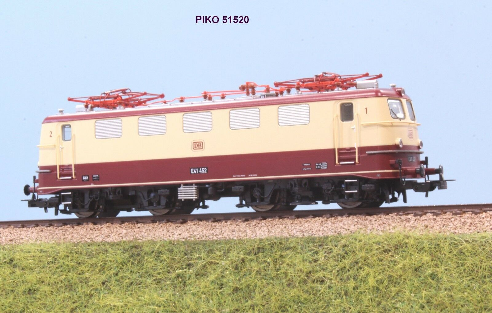 PIKO Art. 51520 DB Locomotive and 41 452 Red and Cream Livery Tee EP. III