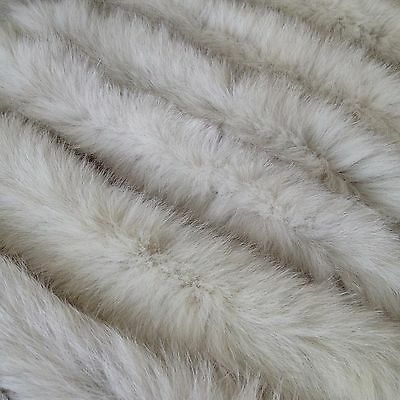Fur on the edge of the hooded Fur collar Voile arctic  fox