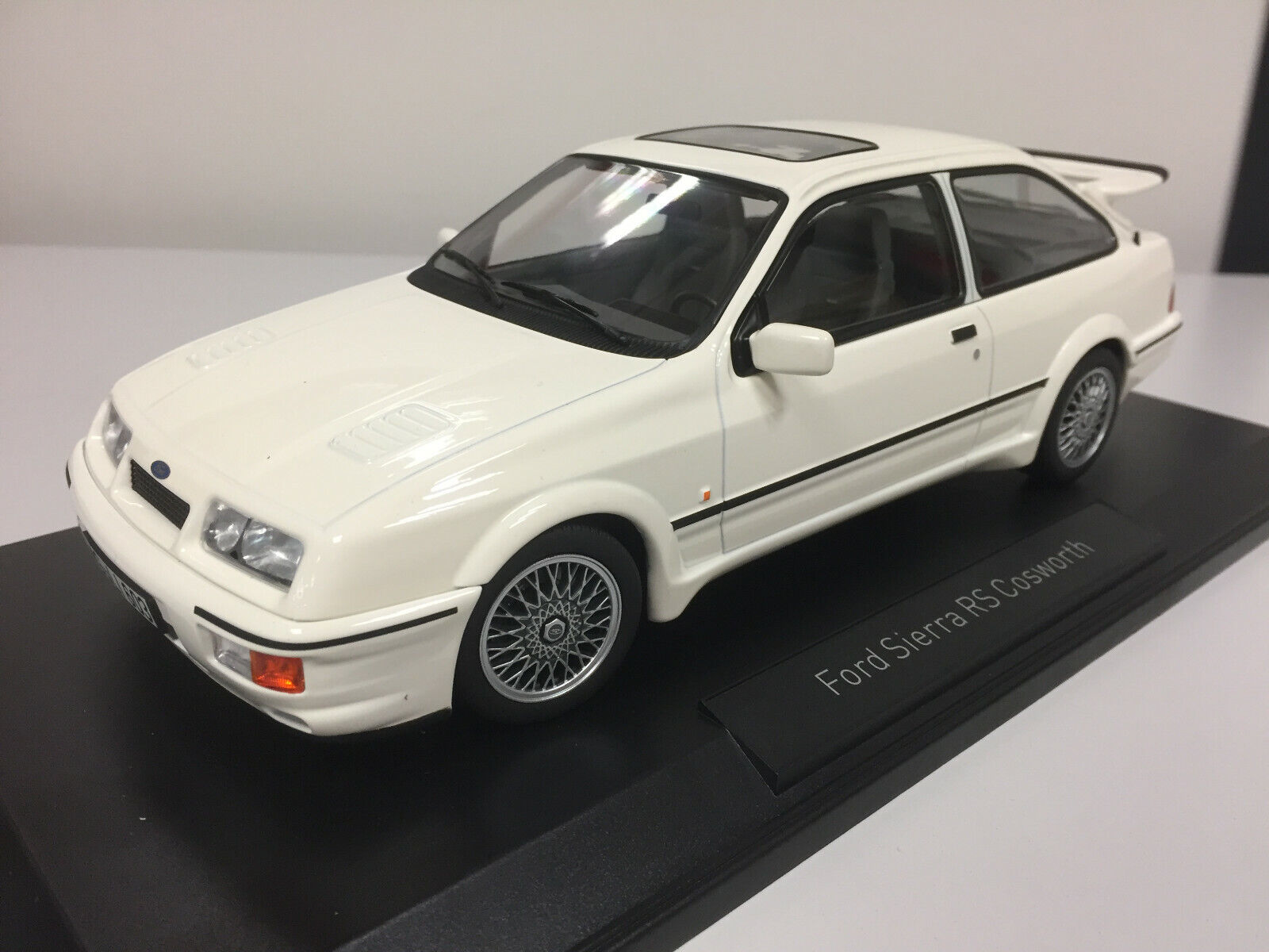 Norev ford sierra rs cosworth blanc 1986 1 18  182771 1 25  haute qualité authentique
