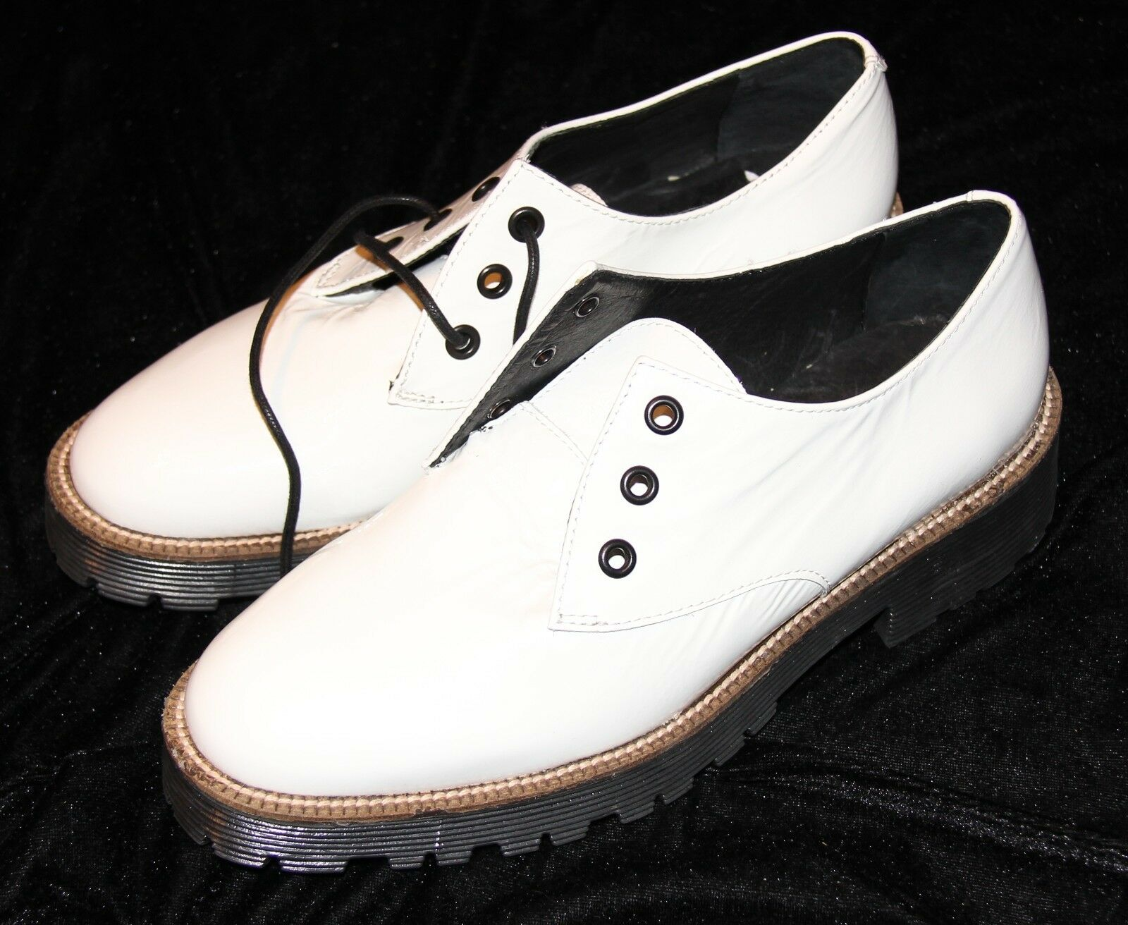 Shellys Londons 38 7 1 2 New White Patent Leather shoes Terrwyn Oxford Lace Up