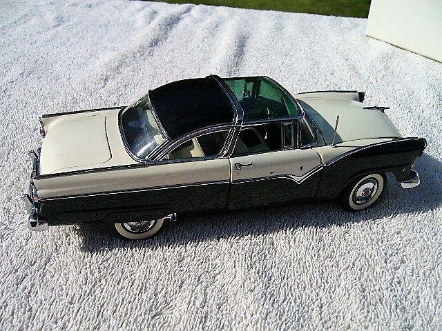 1955 Ford Fairlane Crown C10 Victoria in scatola Danbury Nuovo di zecca 93 C10 Crown Diecast REPLICA 1 24 362e4c