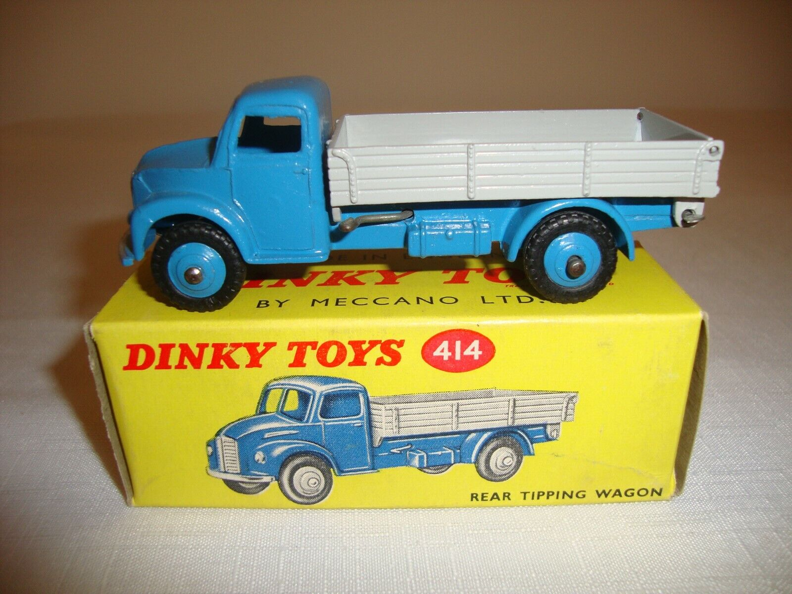 DINKY 414 DODGE REAR TIPPING WAGON - VN MINT in original BOX