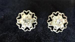 Pair-Silvertone-Heart-Clear-Rhinestone-Scatter-Pins