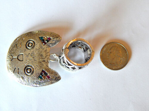 NWT SILVER NETTED MAGNETIC CLOSURE SCARF RING W//CAT PENDANT WITH COLORED STONES