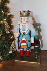 VGC-Christmas-2000-Wooden-NUTCRACKER-14-034-high-base-4-1-2-034-x-7-1-2-034-x-1-2-034-Velvet