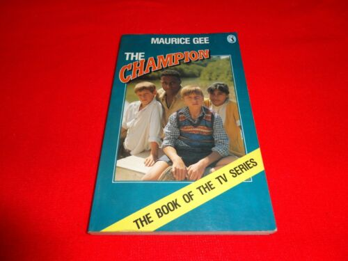THE CHAMPION BY MAURICE GEE SMALL PB BOOK^