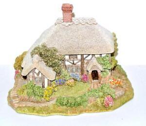 Lilliput-Lane-Old-Shop-at-Bignor-Miniature-Masterpiece-handmade-UK