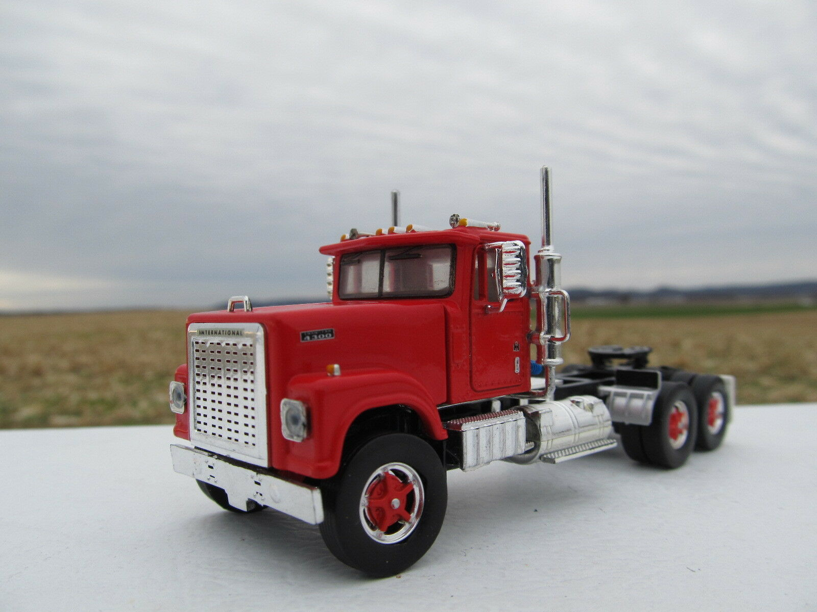 TOP SHELF 1 64 SCALE INTERNATIONAL 4300 DAY CAB RED (SAME SCALE AS DCP)