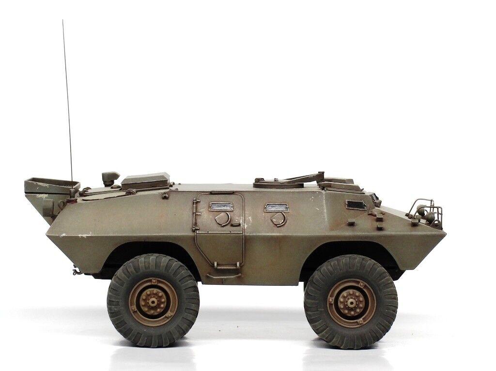 Verlinden Built 1 35 V-100 Vietnam Command Vehicle Original Display  VPBV100