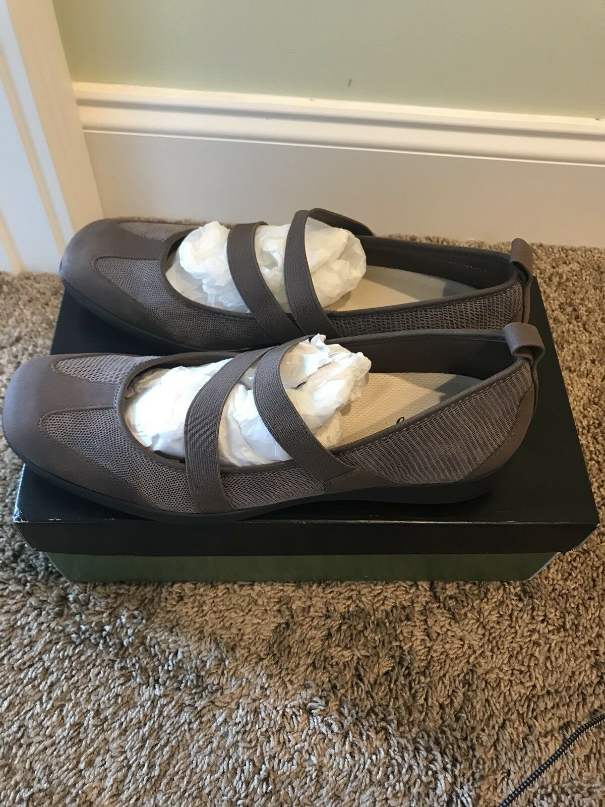 online al miglior prezzo NWB donna Trotters Josie Taupe Lizard Lizard Lizard Mary Janes scarpe 10.5 Marrone New  l'ultimo