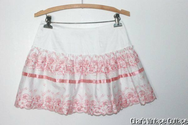 BETSEY JOHNSONSweet Embroidered Mini Skirt w Pink Satin Ribbon Trim XS S