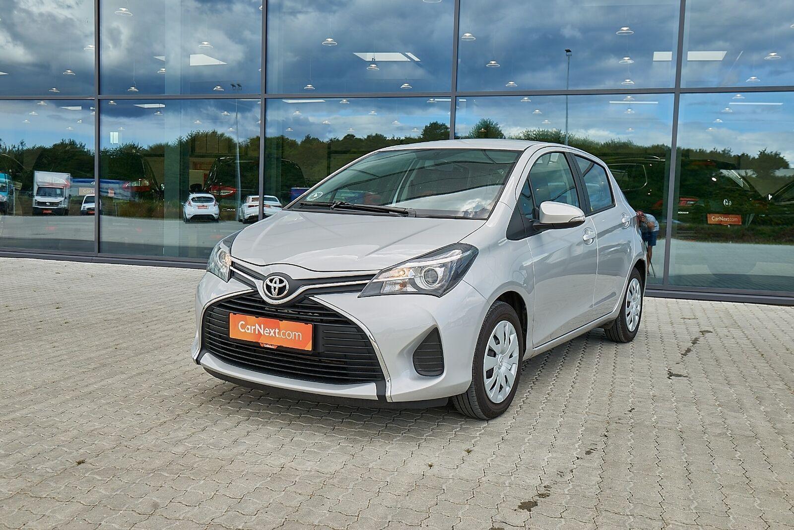 Toyota Yaris 1,0 VVT-i T2 5d - 75.900 kr.