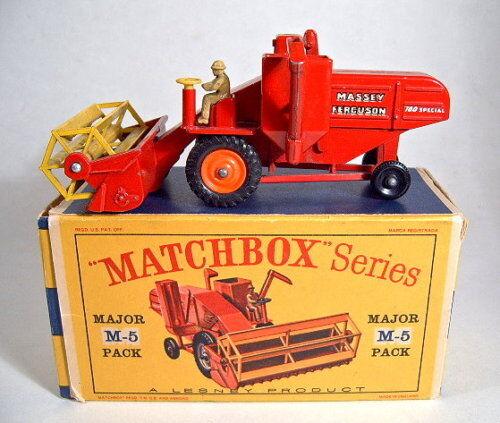 MatchBox Major Verpackung M5A Massey Ferguson Harvester Orange Felgen
