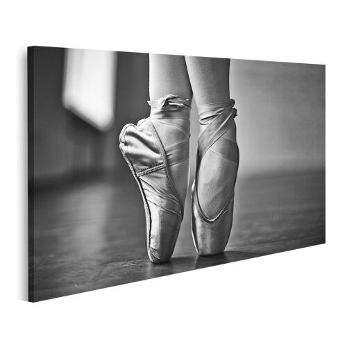 Bild auf Leinwand Füße der tanzenden Ballerina während der Probe Wandbild Poster