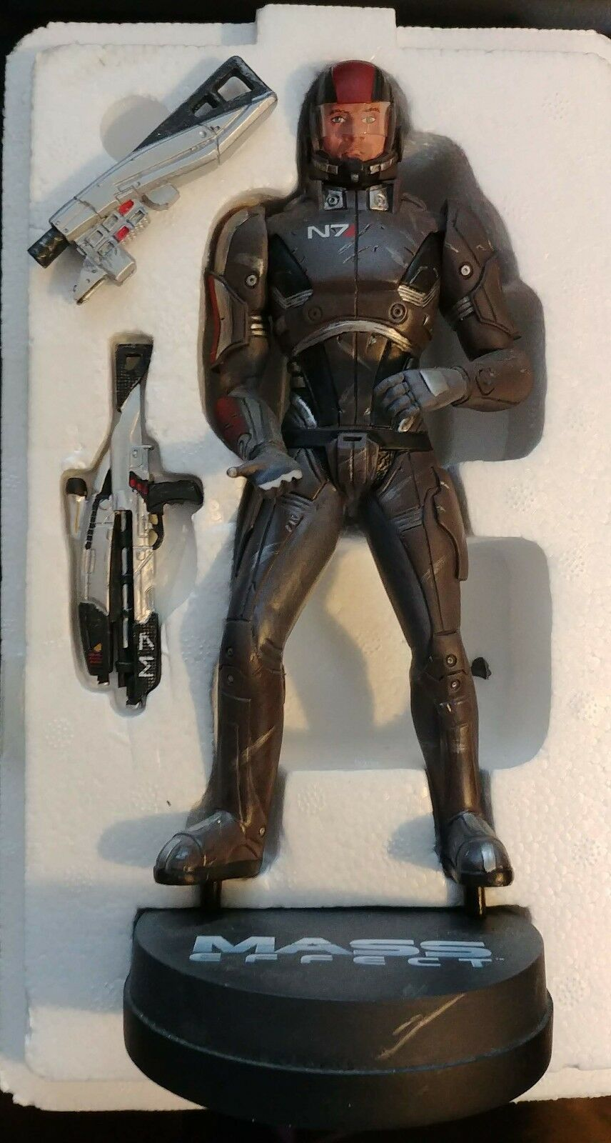 Commander Shepard Limited Edition Polyresin Statue - slight damage, damaged box
