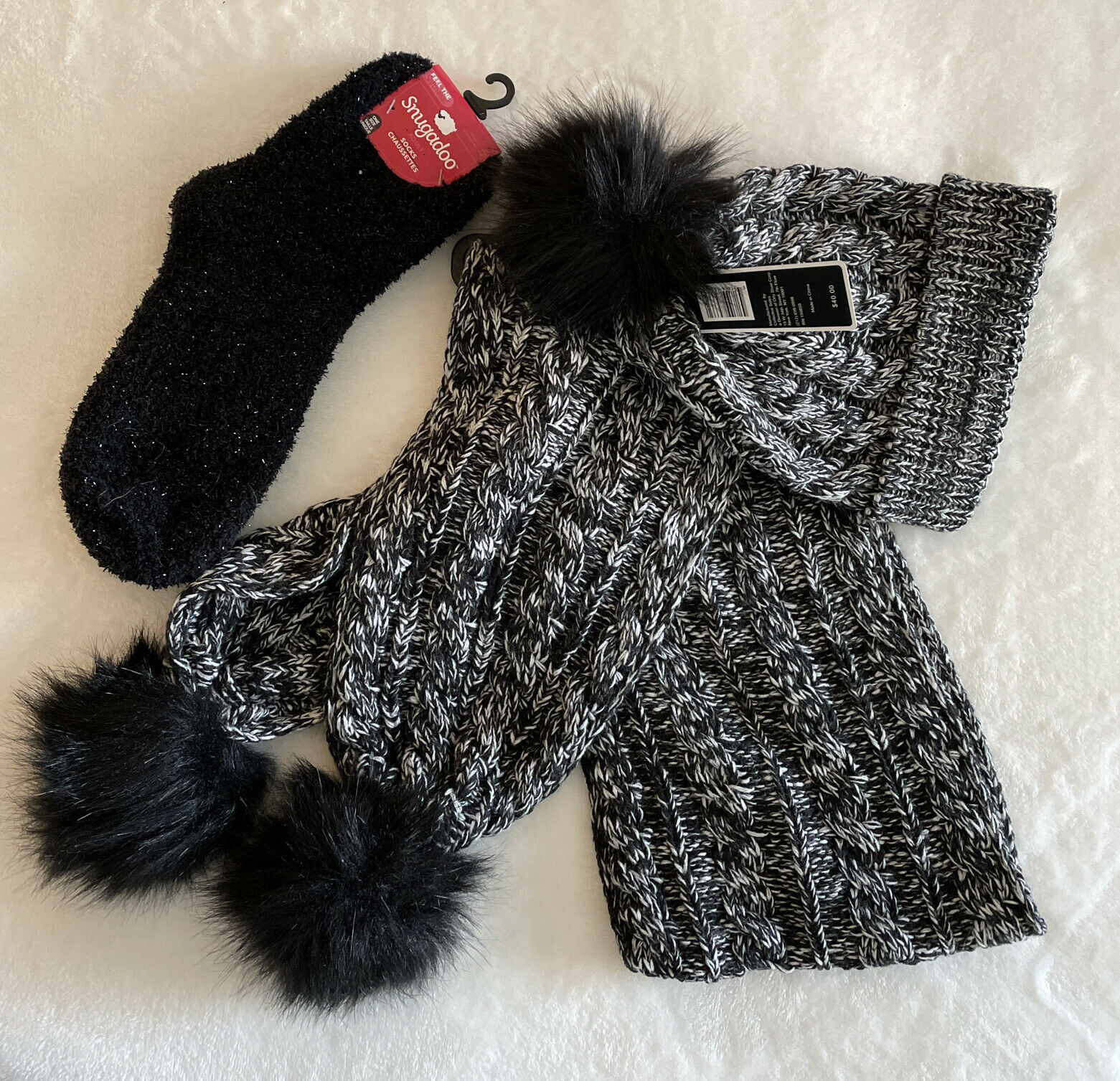 NWT Black & white Cable Knit Scarf & Hat set with Faux Fur Pompoms RV 40.00