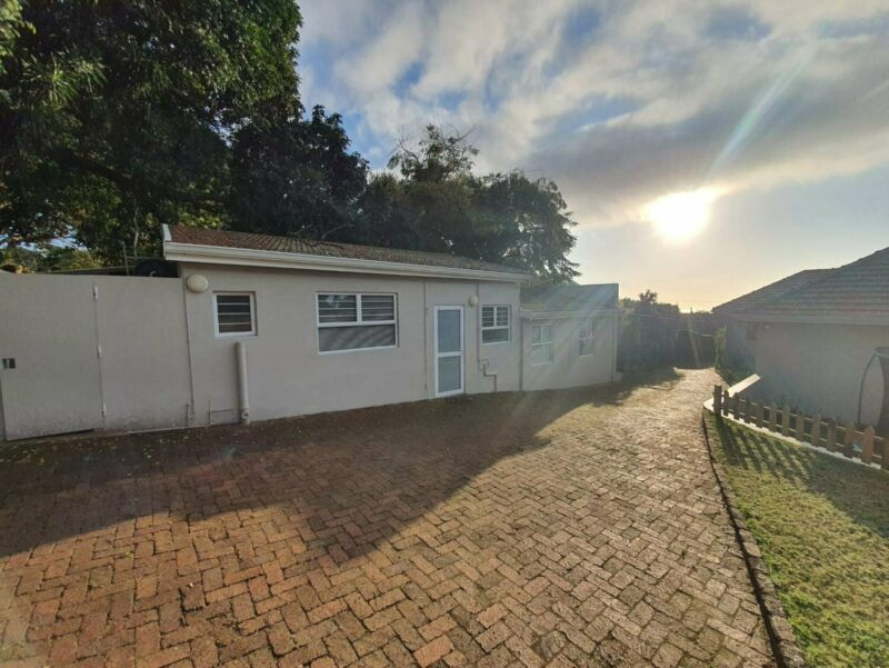 Super Central, One (1) Bedroom Cottage, Prime Durban North to rent R7000pm