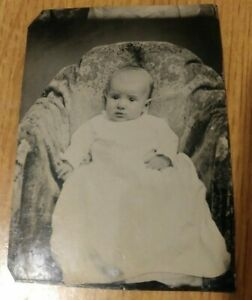 Antique-Vintage-Tin-Type-Tintype-Photo-Young-Baby-Girl