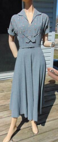 QUALITY 1950S CAROLE KING GRAY EMBROIDERED FITTED