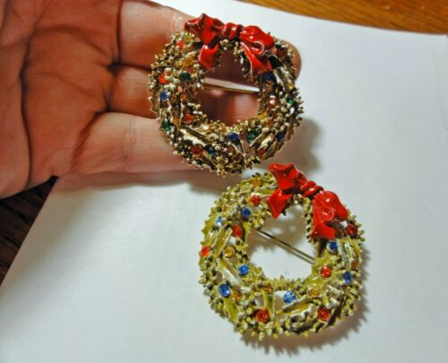 Enameled Art Christmas Wreath Brooch and Earrings