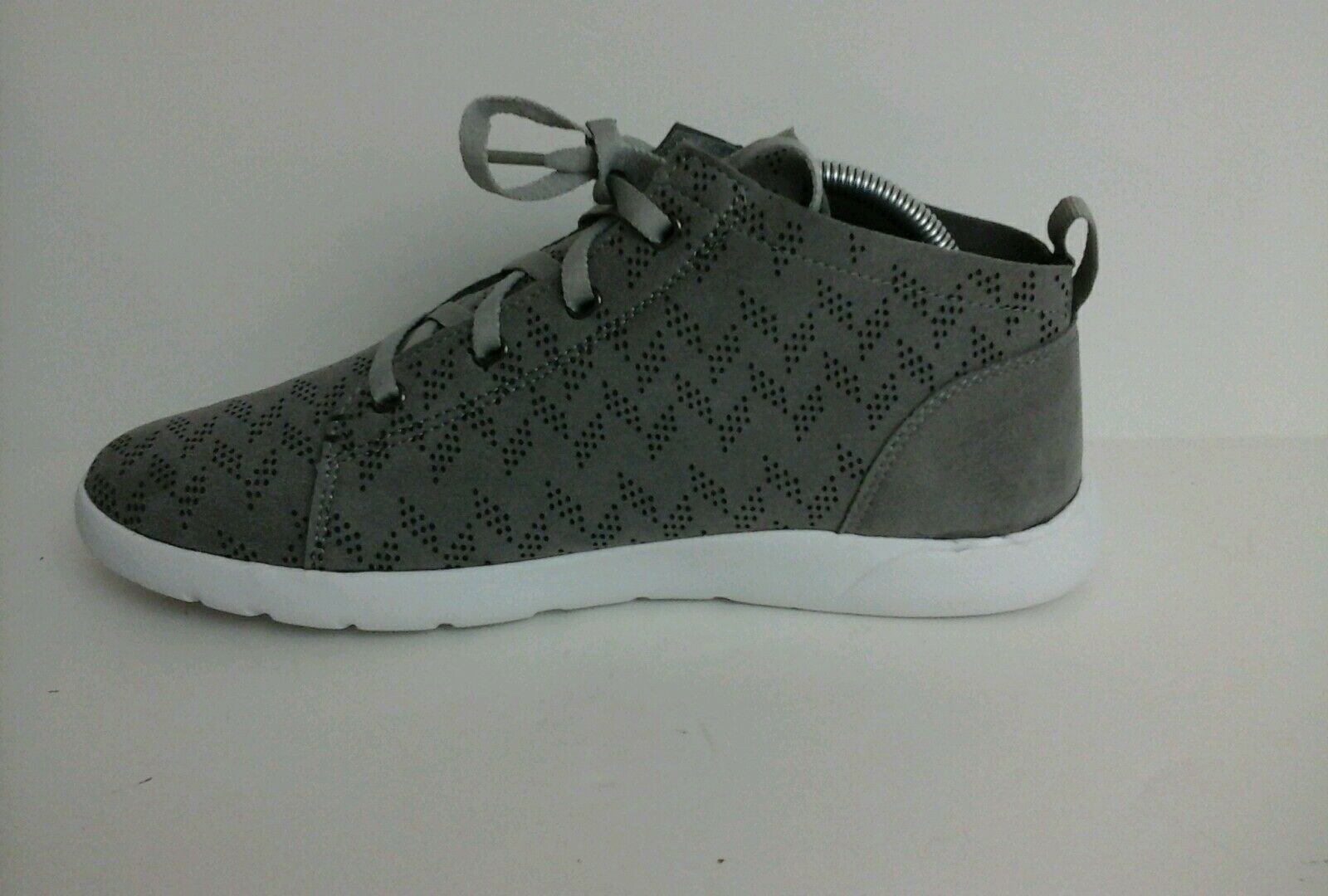 NWB Bearpaw Women's Gray Gracie High Top Sneakers size 9 70617-1 R2
