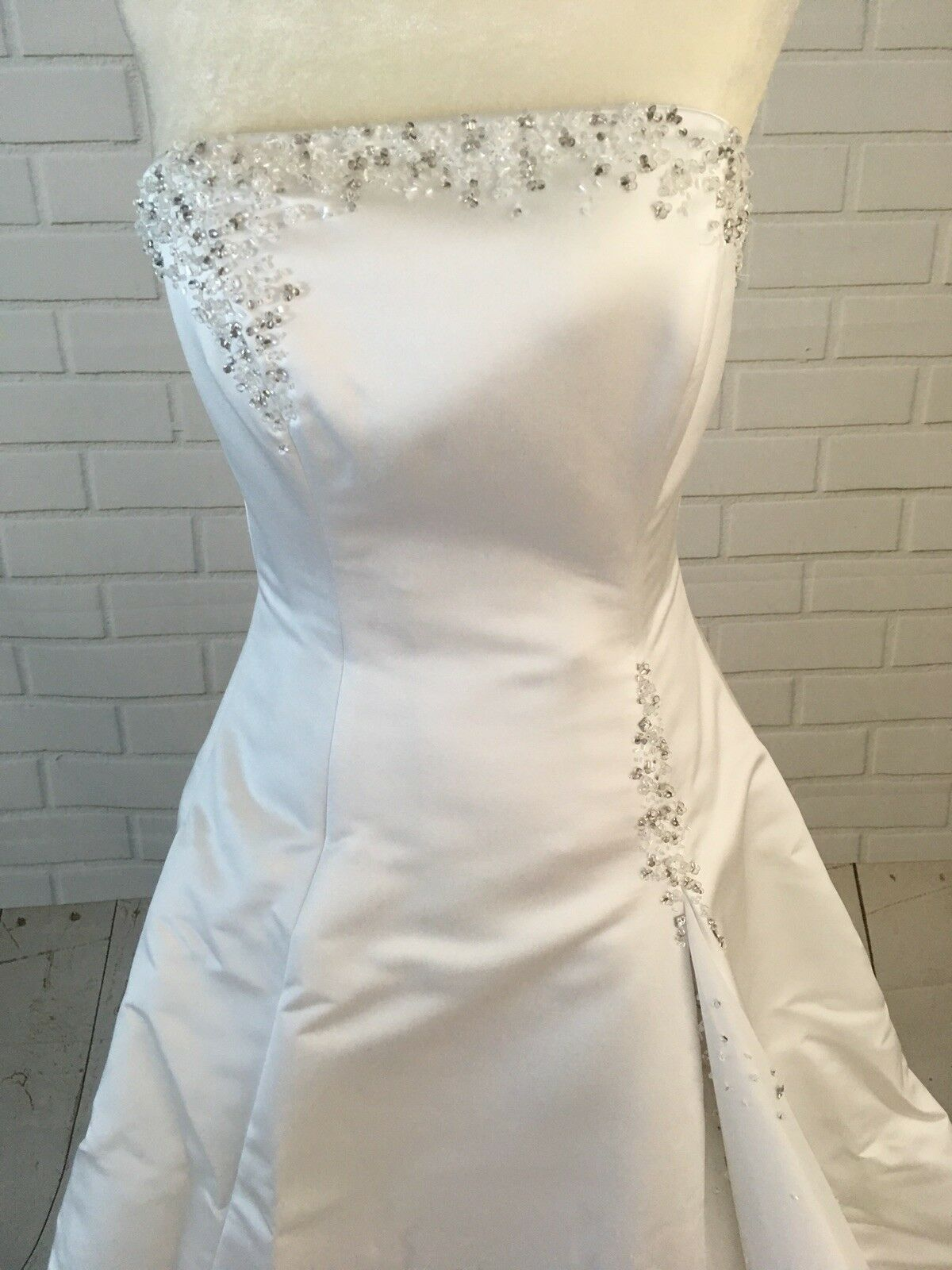 Wedding Dress Women's Size 6  With Vail Maggie So… - image 3