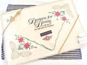 NOS-Sunweave-Christmas-Pointsettia-Placemats-amp-Napkins-Embroidered-and-Crocheted