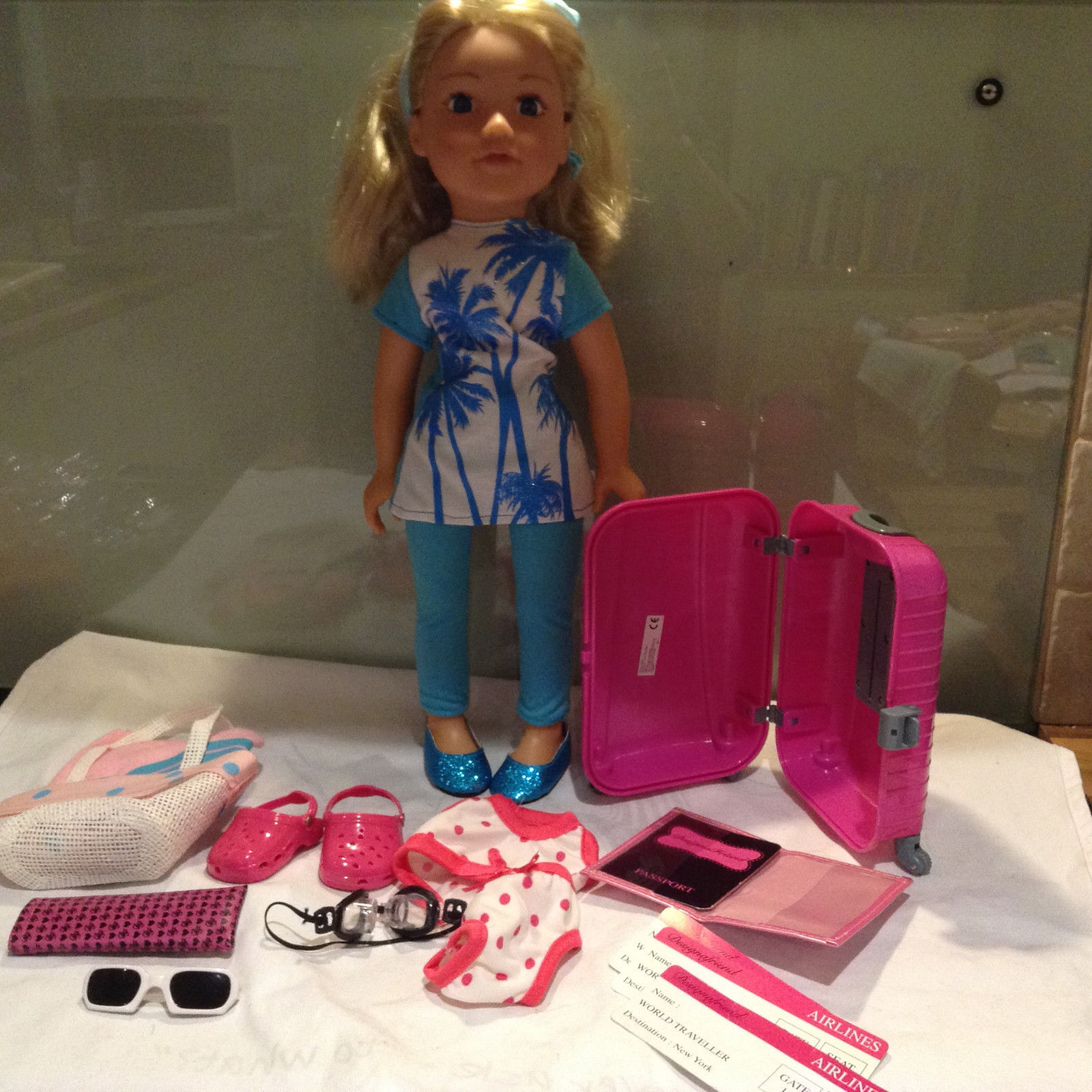 DESIGN A FRIEND SAHARA and SUITCASE  with BEACH SET extra NEW items