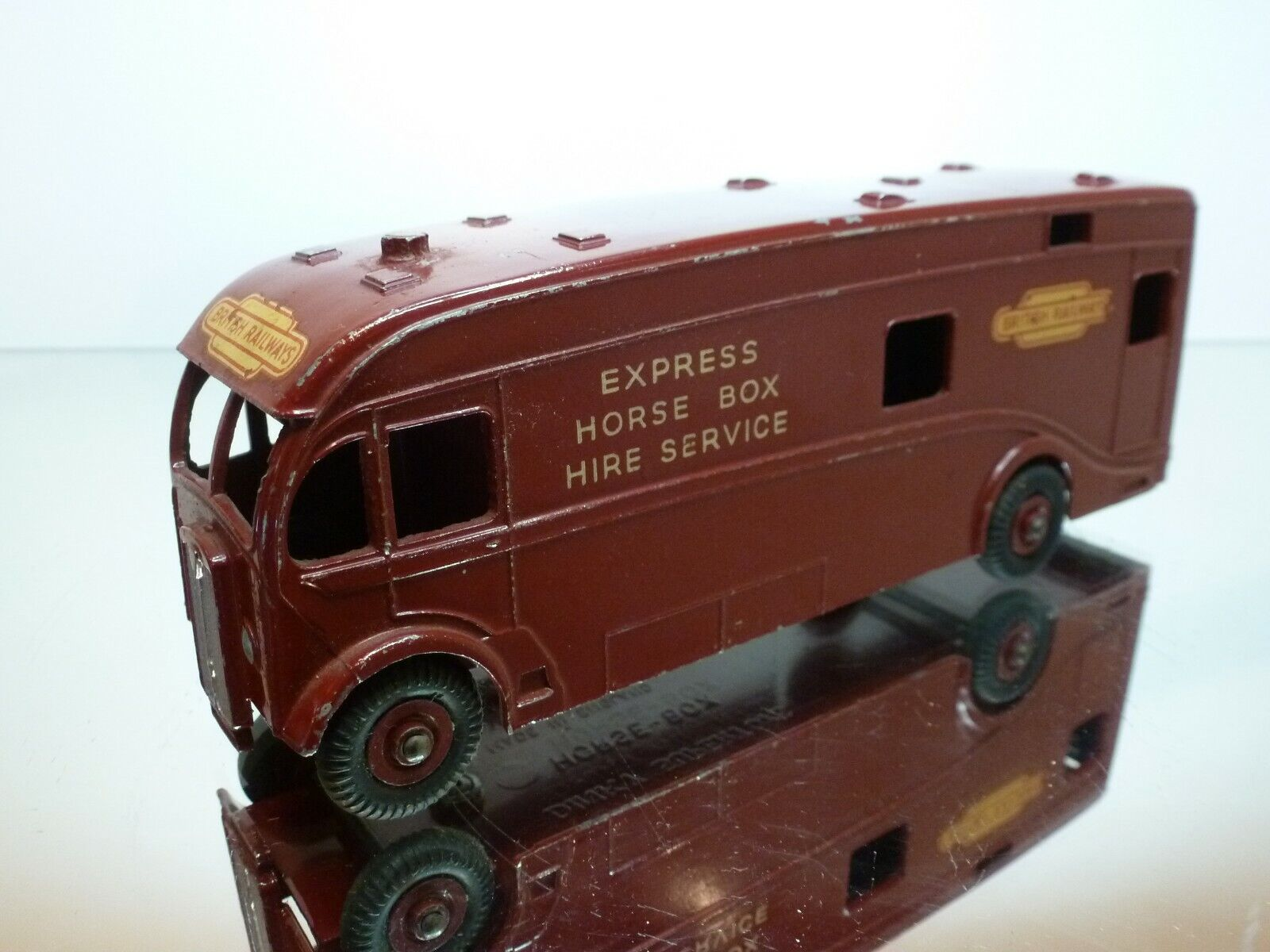 DINKY TOYS 581 EXPRESS HORSEBOX BRITISH RAILWAYS - L17.5cm  - GOOD CONDITION