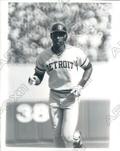 1982 Larry Darnell Herndon Detroit Tigers Baseball Voltigeur Photo De Presse ChronoméTrage Ponctuel